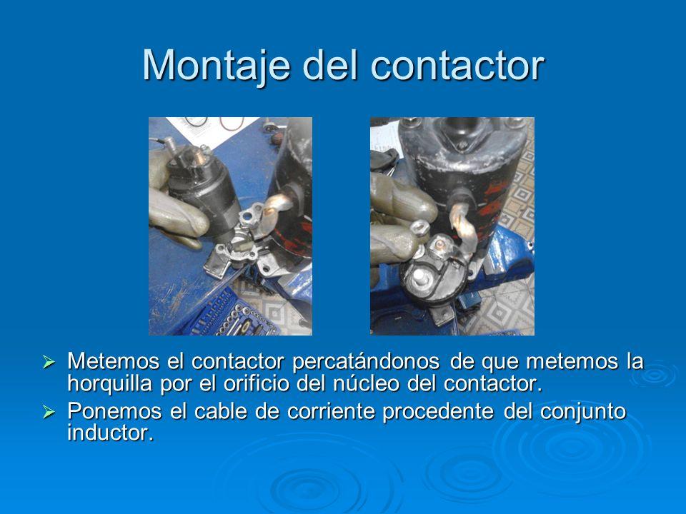 Montaje del contactor Metemos el contactor percatándonos de que metemos la horquilla por el orificio del núcleo del contactor. Metemos el contactor pe