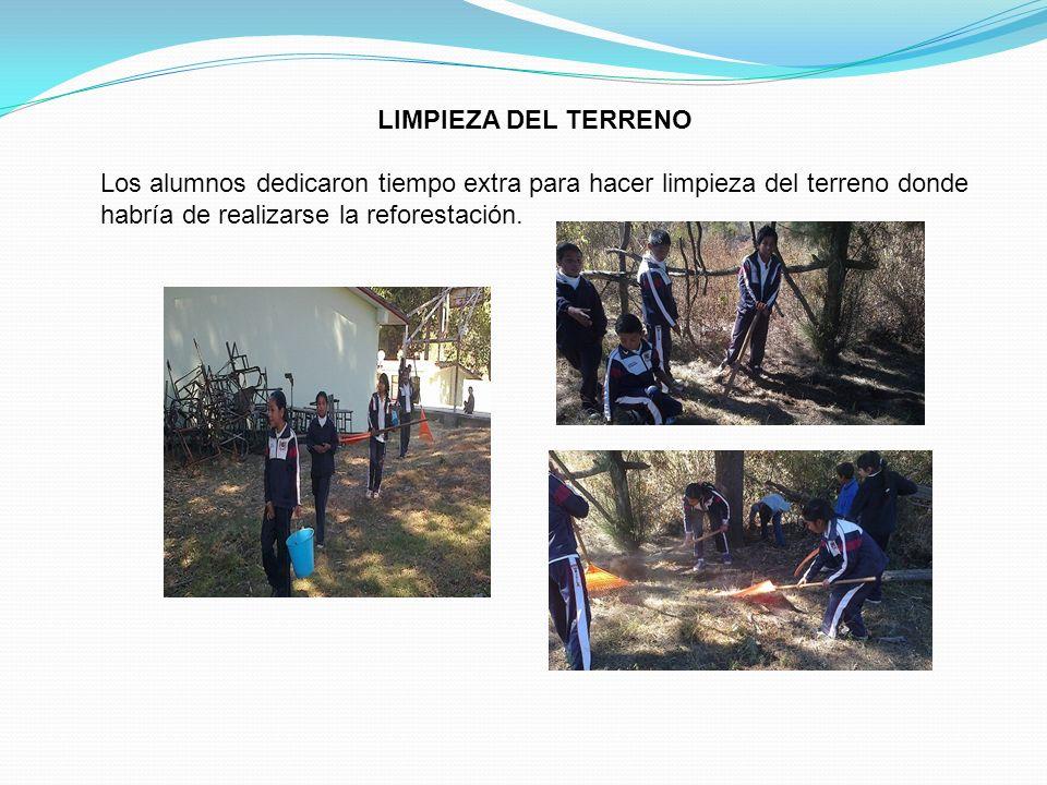 LIMPIEZA DEL TERRENO Los alumnos dedicaron tiempo extra para hacer limpieza del terreno donde habría de realizarse la reforestación.