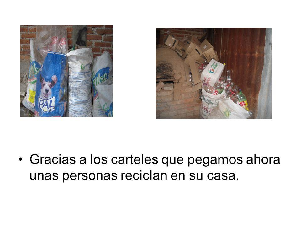 Gracias a los carteles que pegamos ahora unas personas reciclan en su casa.
