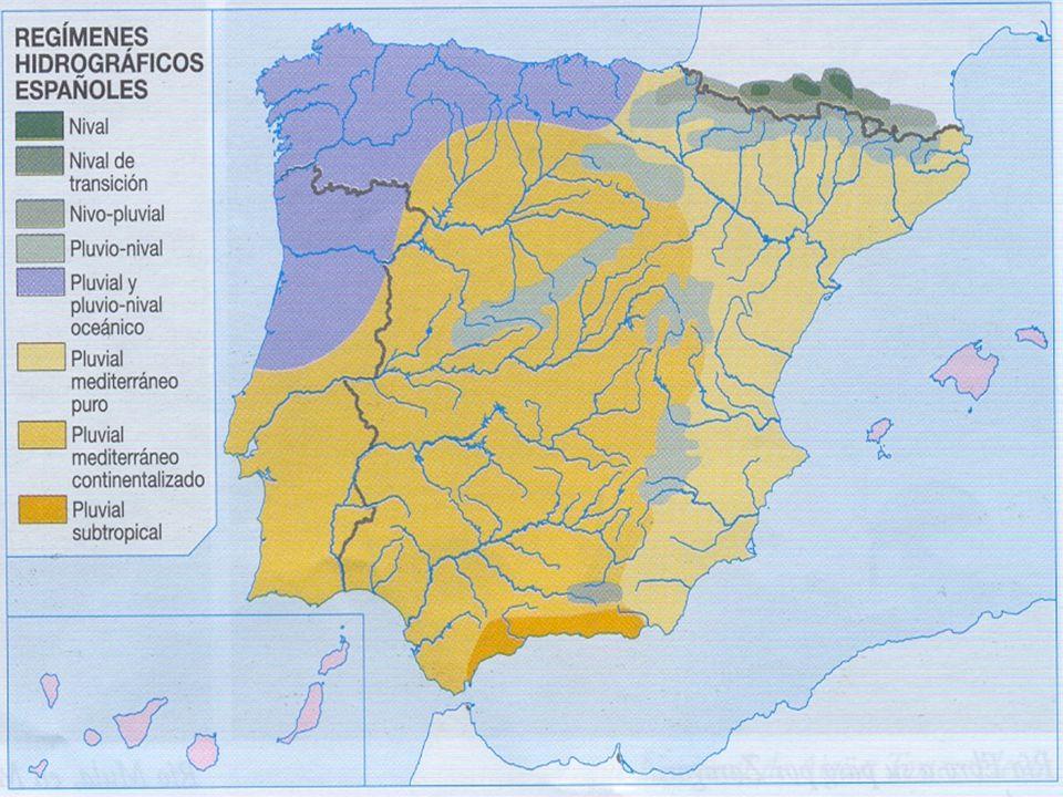 El río Ebro tiene un régimen complejo determinado por sus afluentes.