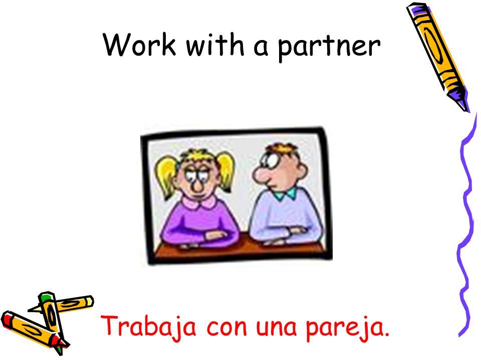 Escribe en la pizarra/el pizarrón. Write on the board.