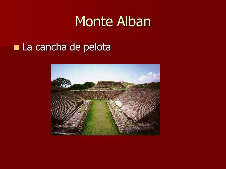 Monte Alban La cancha de pelota La cancha de pelota