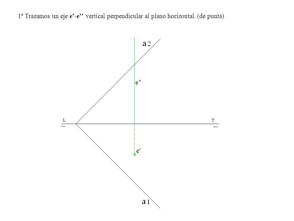1º Trazamos un eje e-e vertical perpendicular al plano horizontal. (de punta)