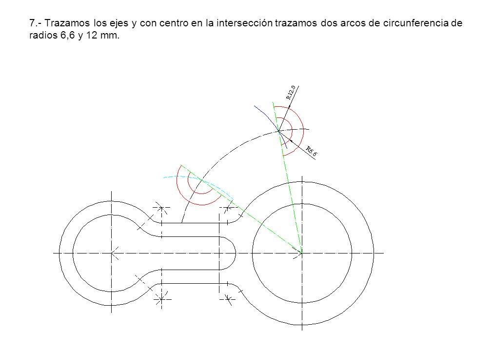 7.- Trazamos los ejes y con centro en la intersección trazamos dos arcos de circunferencia de radios 6,6 y 12 mm.