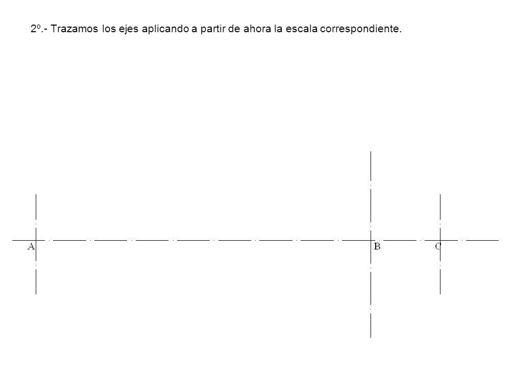 2º.- Trazamos los ejes aplicando a partir de ahora la escala correspondiente.