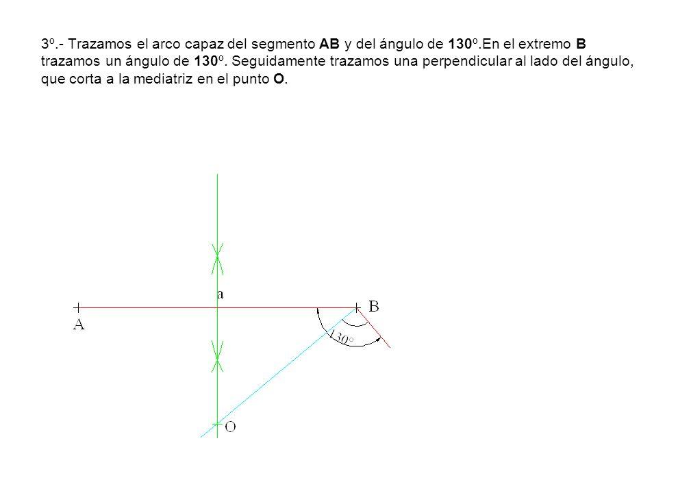 3º.- Trazamos el arco capaz del segmento AB y del ángulo de 130º.En el extremo B trazamos un ángulo de 130º. Seguidamente trazamos una perpendicular a