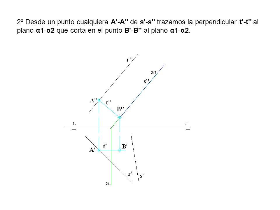 2º Desde un punto cualquiera A'-A'' de s'-s'' trazamos la perpendicular t'-t'' al plano α1-α2 que corta en el punto B'-B'' al plano α1-α2.