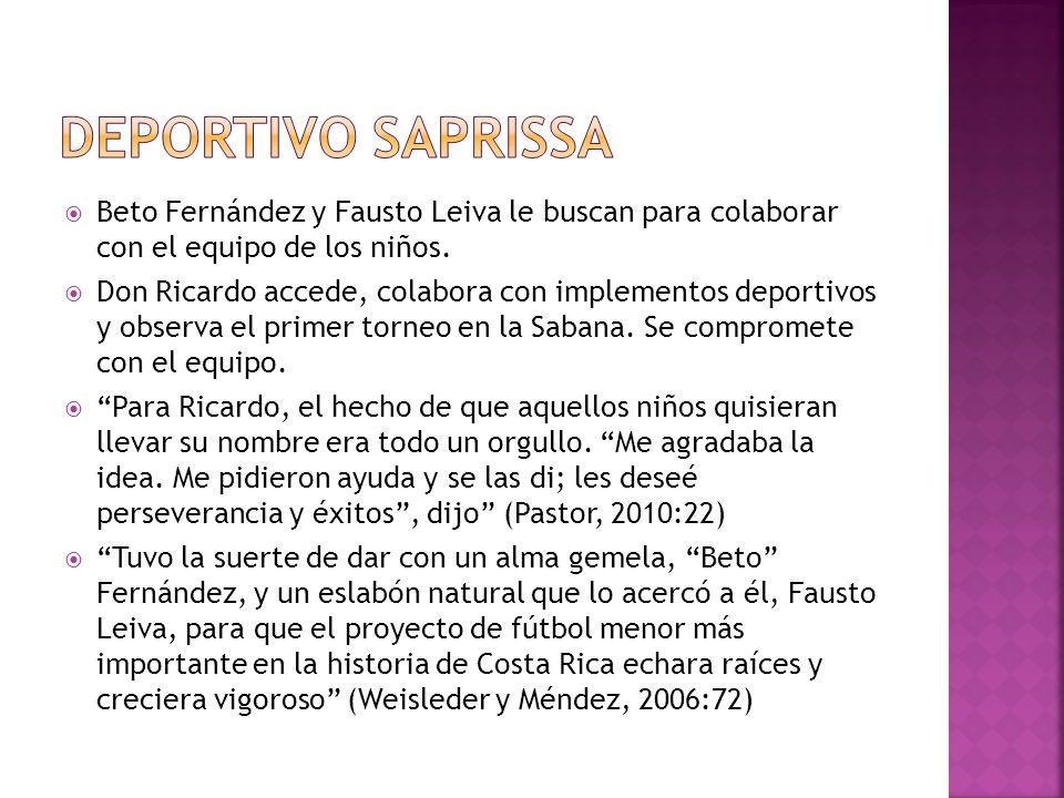 Beto Fernández y Fausto Leiva le buscan para colaborar con el equipo de los niños. Don Ricardo accede, colabora con implementos deportivos y observa e