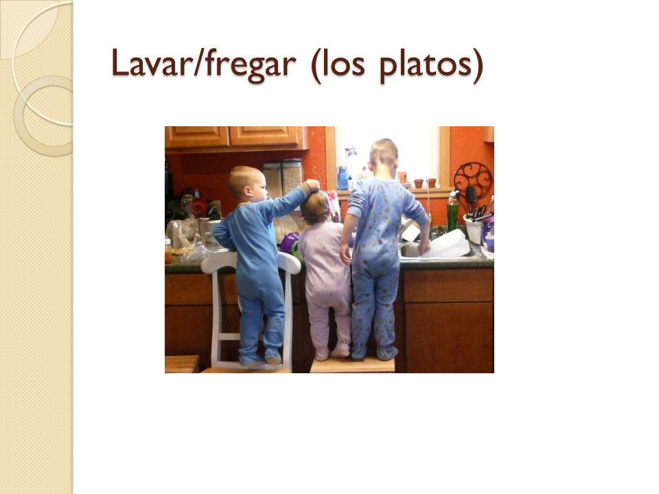 Lavar/fregar (los platos)