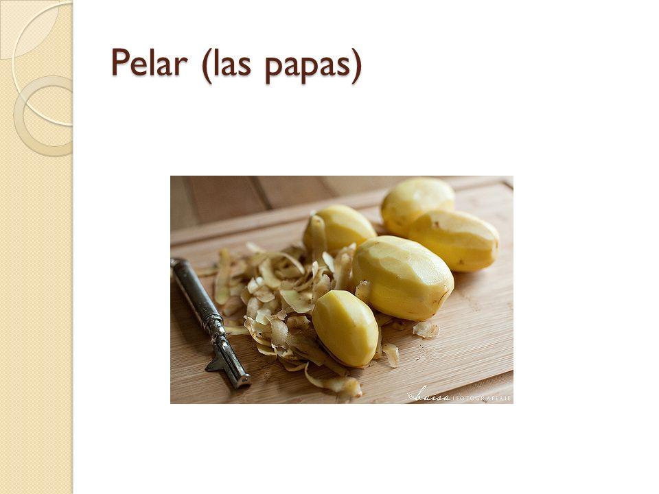 Pelar (las papas)