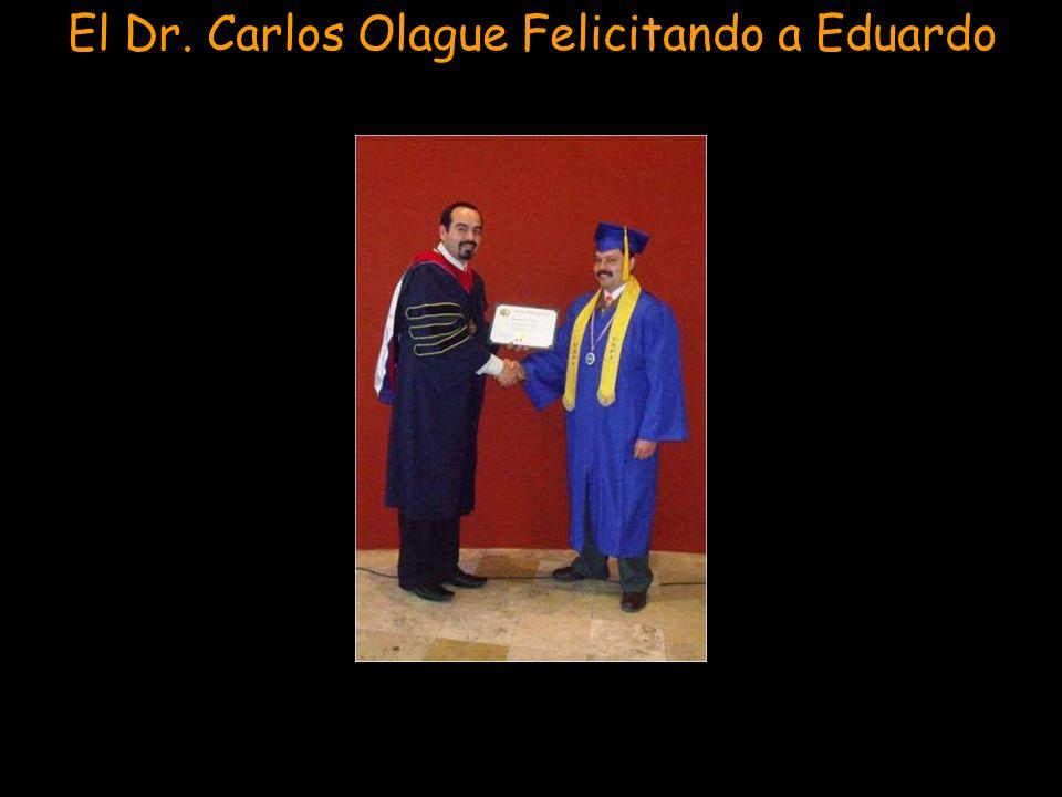 Graduando y Honrando al Pastor Eduardo