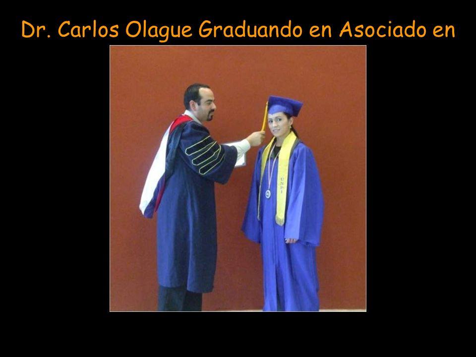Dr. Carlos Olague Graduando en Asociado en Teología a Beatriz