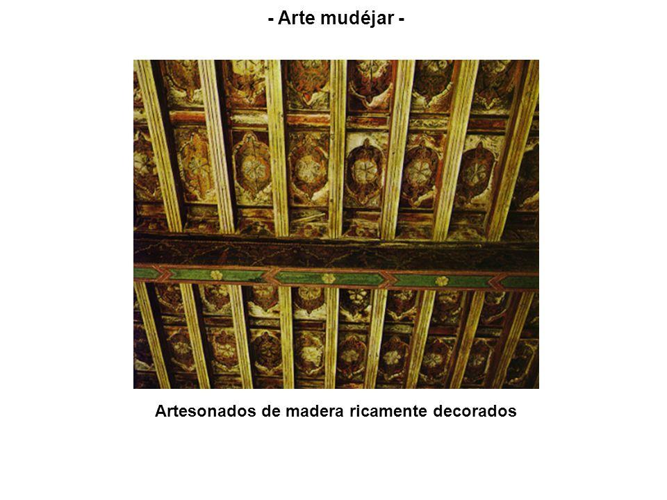 Artesonados de madera ricamente decorados - Arte mudéjar -