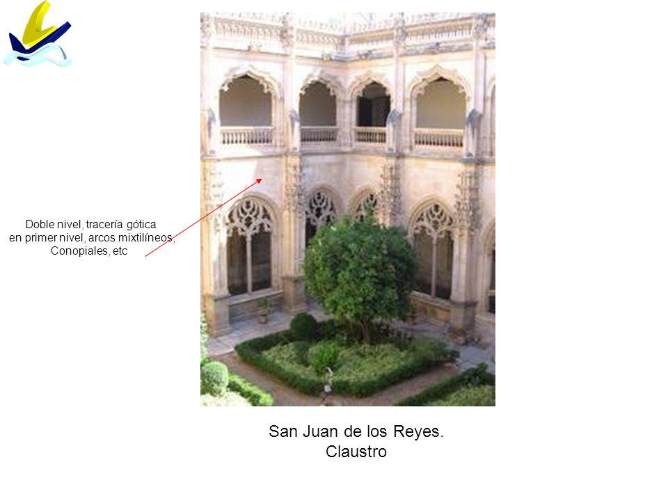 San Juan de los Reyes. Claustro Doble nivel, tracería gótica en primer nivel, arcos mixtilíneos, Conopiales, etc