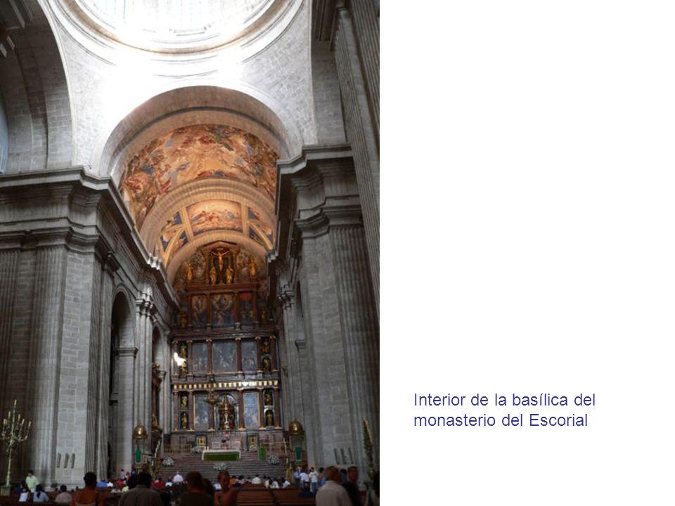 Interior de la basílica del monasterio del Escorial