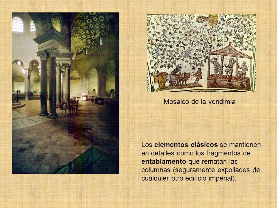Los elementos clásicos se mantienen en detalles como los fragmentos de entablamento que rematan las columnas (seguramente expoliados de cualquier otro