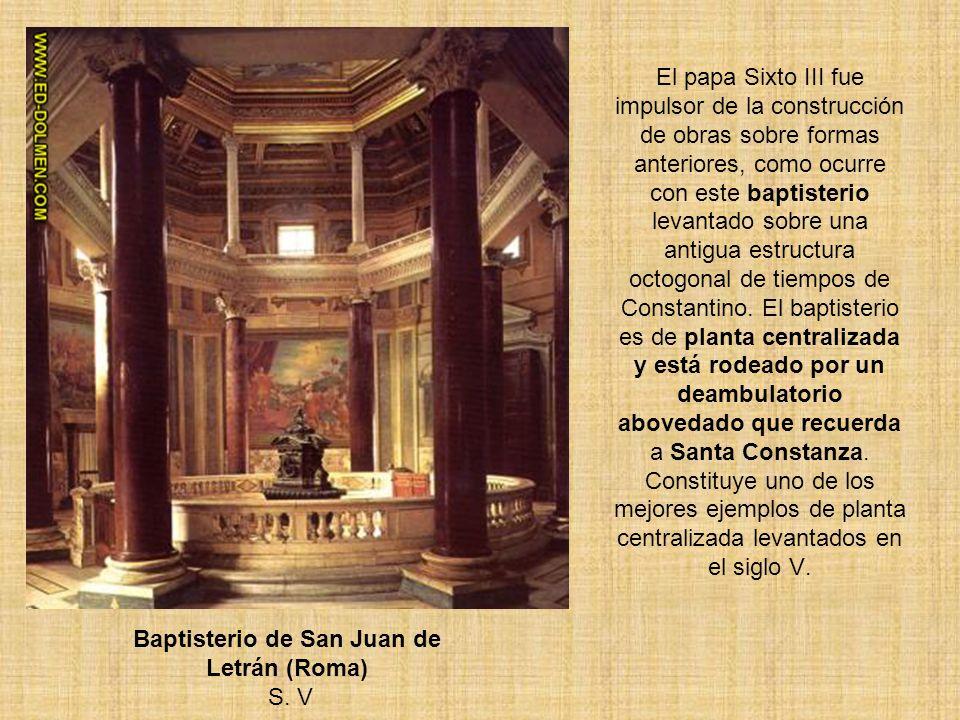 El papa Sixto III fue impulsor de la construcción de obras sobre formas anteriores, como ocurre con este baptisterio levantado sobre una antigua estru