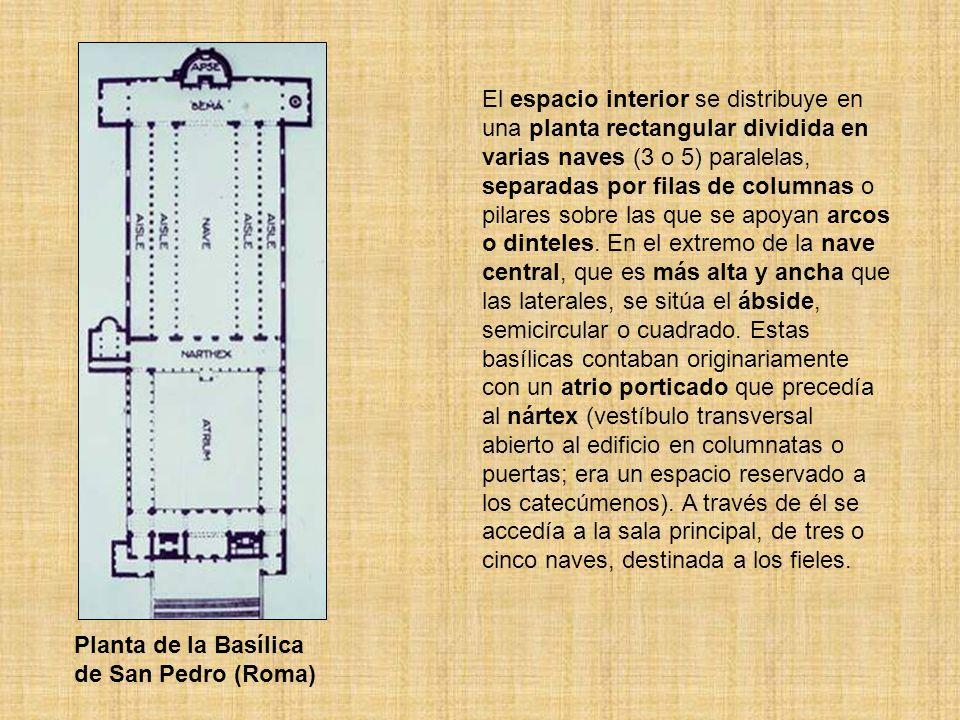 El espacio interior se distribuye en una planta rectangular dividida en varias naves (3 o 5) paralelas, separadas por filas de columnas o pilares sobr