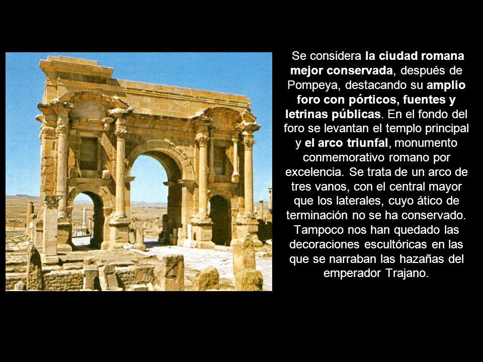 Se considera la ciudad romana mejor conservada, después de Pompeya, destacando su amplio foro con pórticos, fuentes y letrinas públicas. En el fondo d