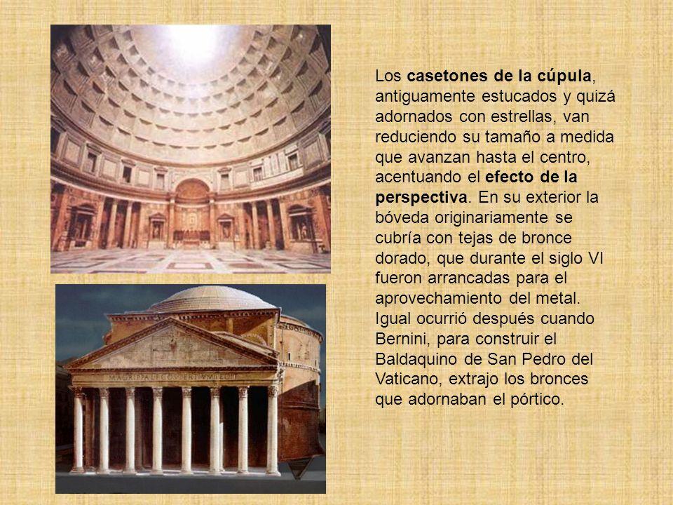 Los casetones de la cúpula, antiguamente estucados y quizá adornados con estrellas, van reduciendo su tamaño a medida que avanzan hasta el centro, ace