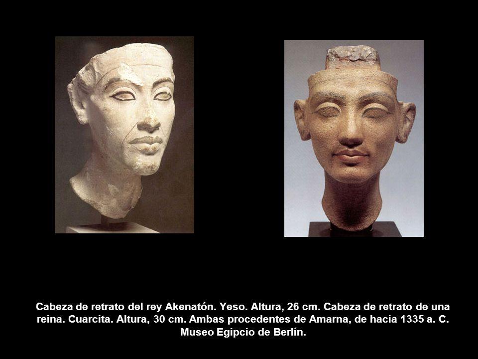 Cabeza de retrato del rey Akenatón. Yeso. Altura, 26 cm. Cabeza de retrato de una reina. Cuarcita. Altura, 30 cm. Ambas procedentes de Amarna, de haci