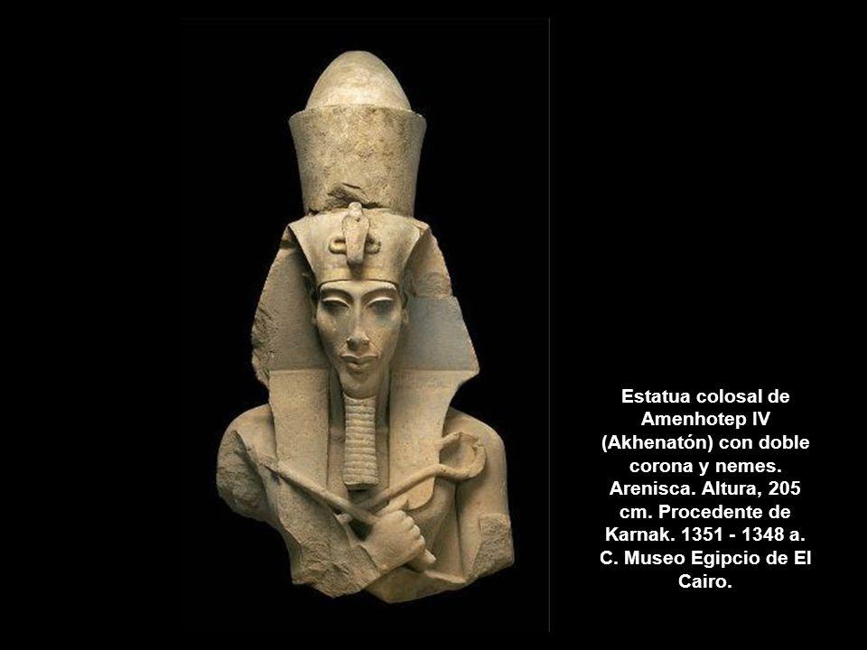 Estatua colosal de Amenhotep IV (Akhenatón) con doble corona y nemes. Arenisca. Altura, 205 cm. Procedente de Karnak. 1351 - 1348 a. C. Museo Egipcio