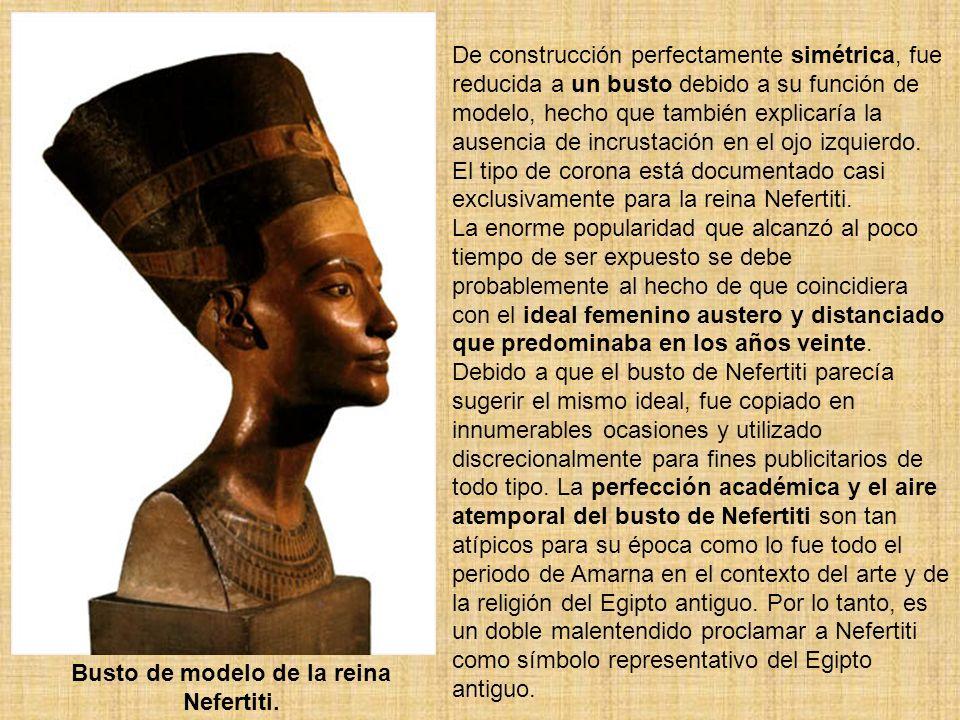 Busto de modelo de la reina Nefertiti. De construcción perfectamente simétrica, fue reducida a un busto debido a su función de modelo, hecho que tambi