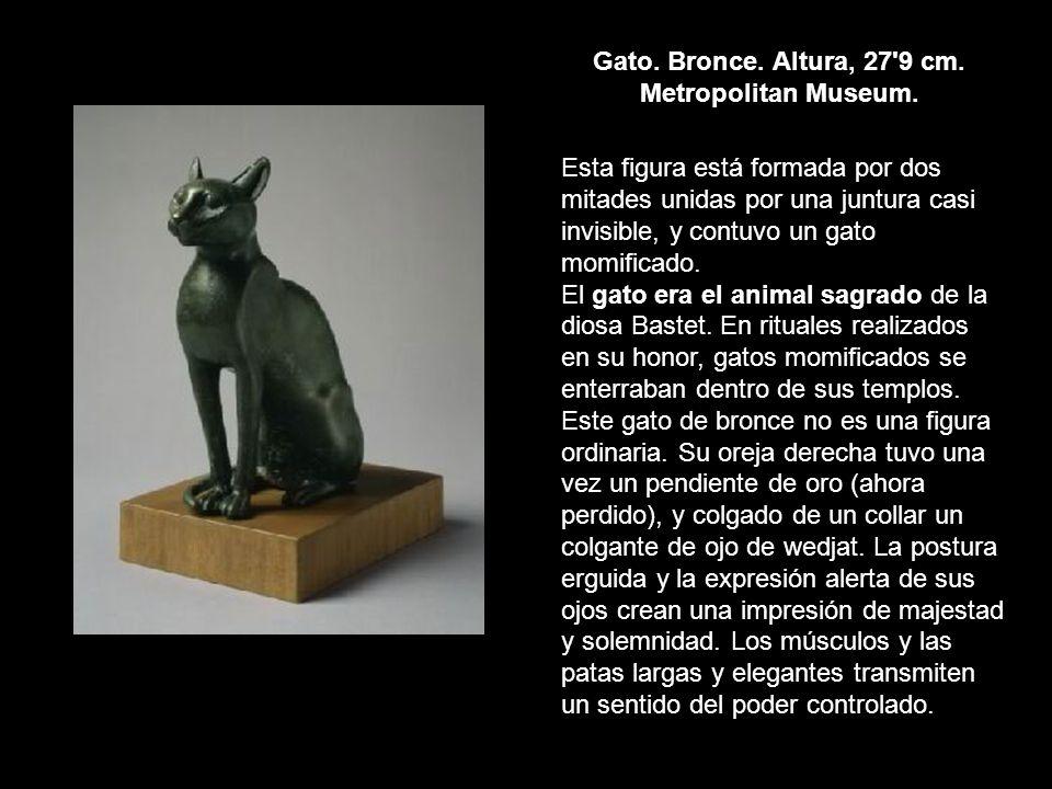Gato. Bronce. Altura, 27'9 cm. Metropolitan Museum. Esta figura está formada por dos mitades unidas por una juntura casi invisible, y contuvo un gato