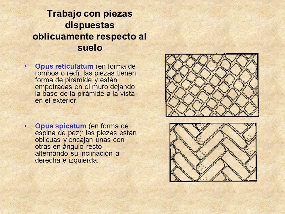 Trabajo con piezas dispuestas oblicuamente respecto al suelo Opus reticulatum (en forma de rombos o red): las piezas tienen forma de pirámide y están