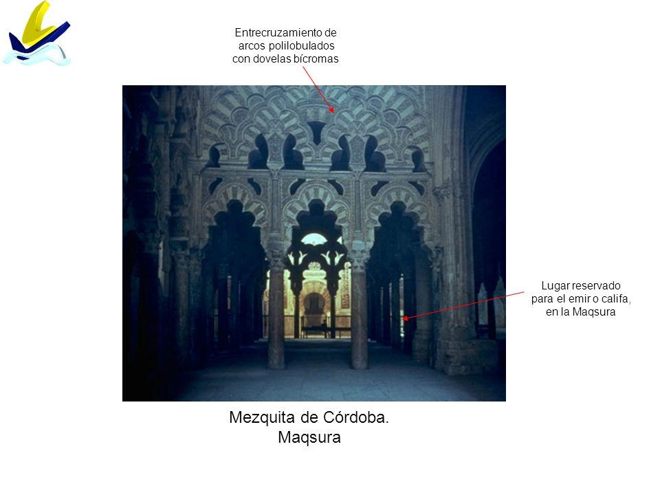 Mezquita de Córdoba. Maqsura Lugar reservado para el emir o califa, en la Maqsura Entrecruzamiento de arcos polilobulados con dovelas bícromas