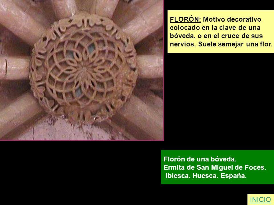 FLORÓN: Motivo decorativo colocado en la clave de una bóveda, o en el cruce de sus nervios. Suele semejar una flor. Florón de una bóveda. Ermita de Sa