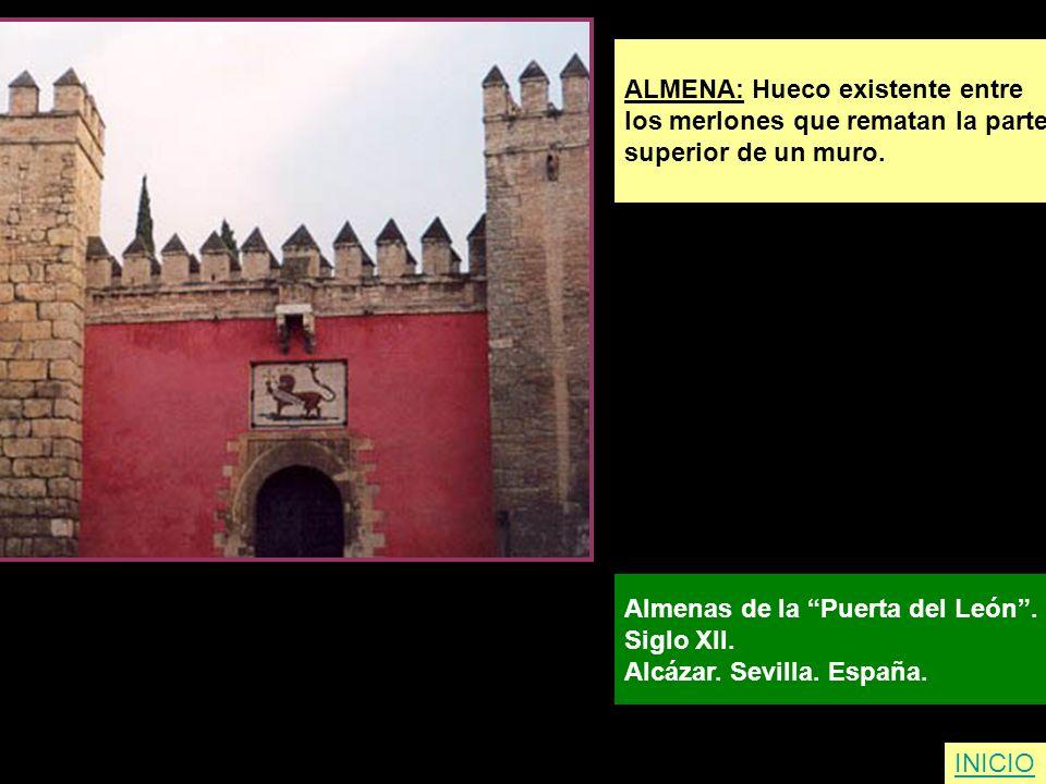ALMENA: Hueco existente entre los merlones que rematan la parte superior de un muro. Almenas de la Puerta del León. Siglo XII. Alcázar. Sevilla. Españ
