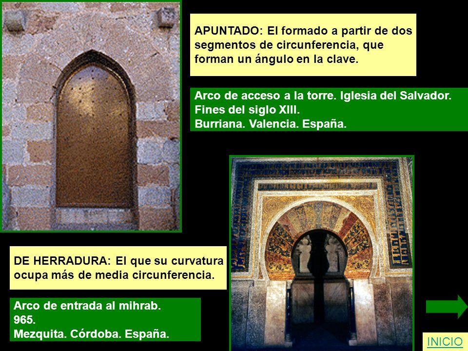 APUNTADO: El formado a partir de dos segmentos de circunferencia, que forman un ángulo en la clave. Arco de acceso a la torre. Iglesia del Salvador. F