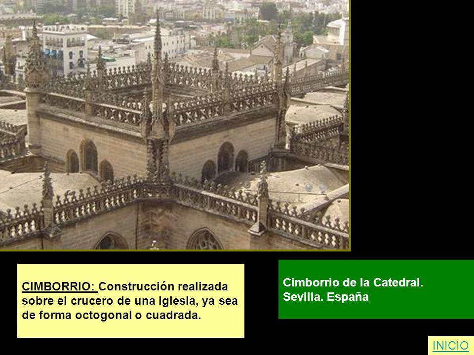 CIMBORRIO: Construcción realizada sobre el crucero de una iglesia, ya sea de forma octogonal o cuadrada. Cimborrio de la Catedral. Sevilla. España INI