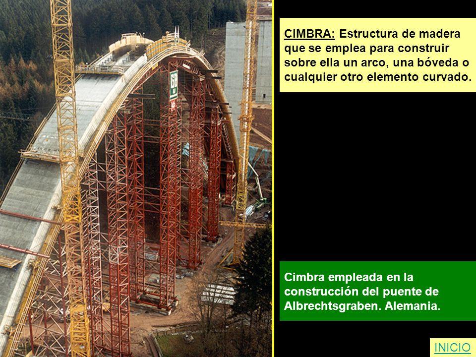 CIMBRA: Estructura de madera que se emplea para construir sobre ella un arco, una bóveda o cualquier otro elemento curvado. Cimbra empleada en la cons