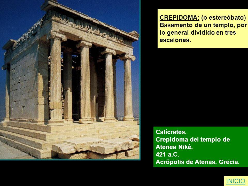 CREPIDOMA: (o estereóbato) Basamento de un templo, por lo general dividido en tres escalones. Calícrates. Crepidoma del templo de Atenea Niké. 421 a.C