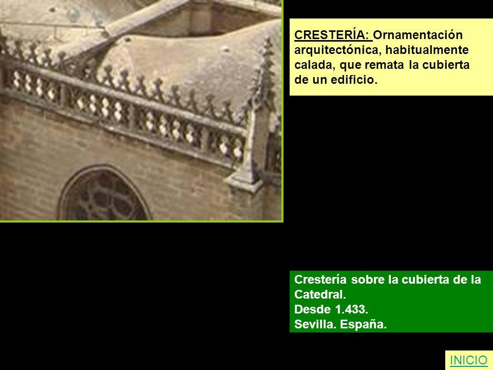 CRESTERÍA: Ornamentación arquitectónica, habitualmente calada, que remata la cubierta de un edificio. Crestería sobre la cubierta de la Catedral. Desd