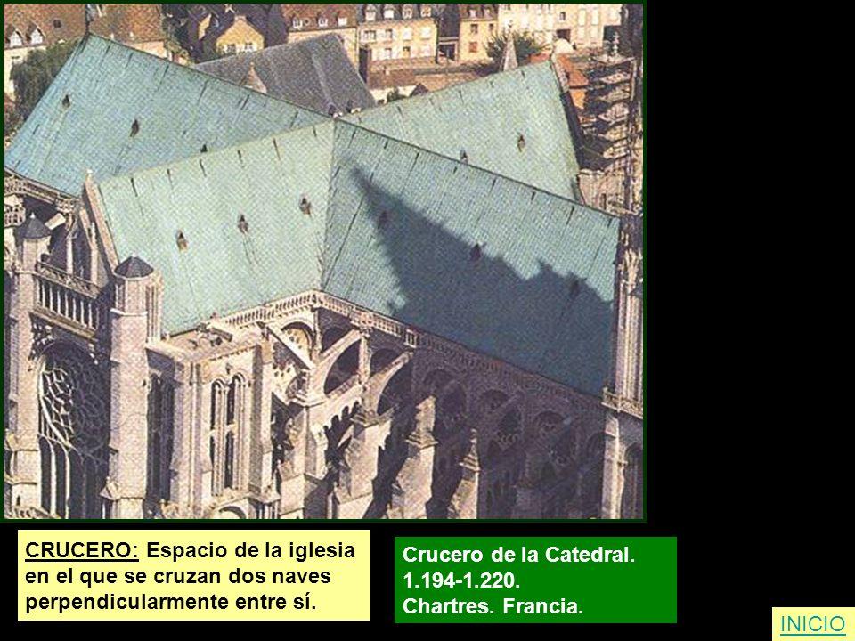 CRUCERO: Espacio de la iglesia en el que se cruzan dos naves perpendicularmente entre sí. Crucero de la Catedral. 1.194-1.220. Chartres. Francia. INIC