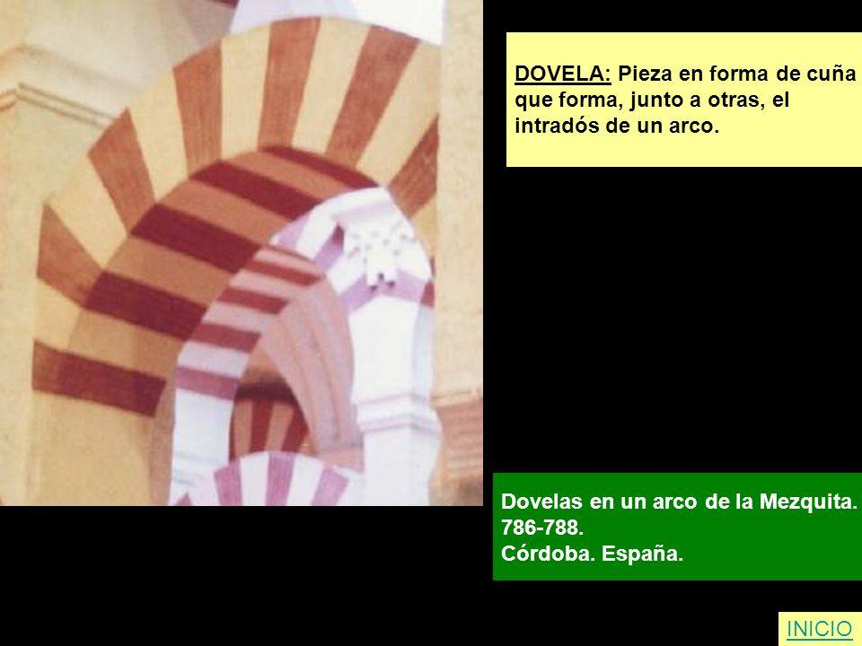 DOVELA: Pieza en forma de cuña que forma, junto a otras, el intradós de un arco. Dovelas en un arco de la Mezquita. 786-788. Córdoba. España. INICIO