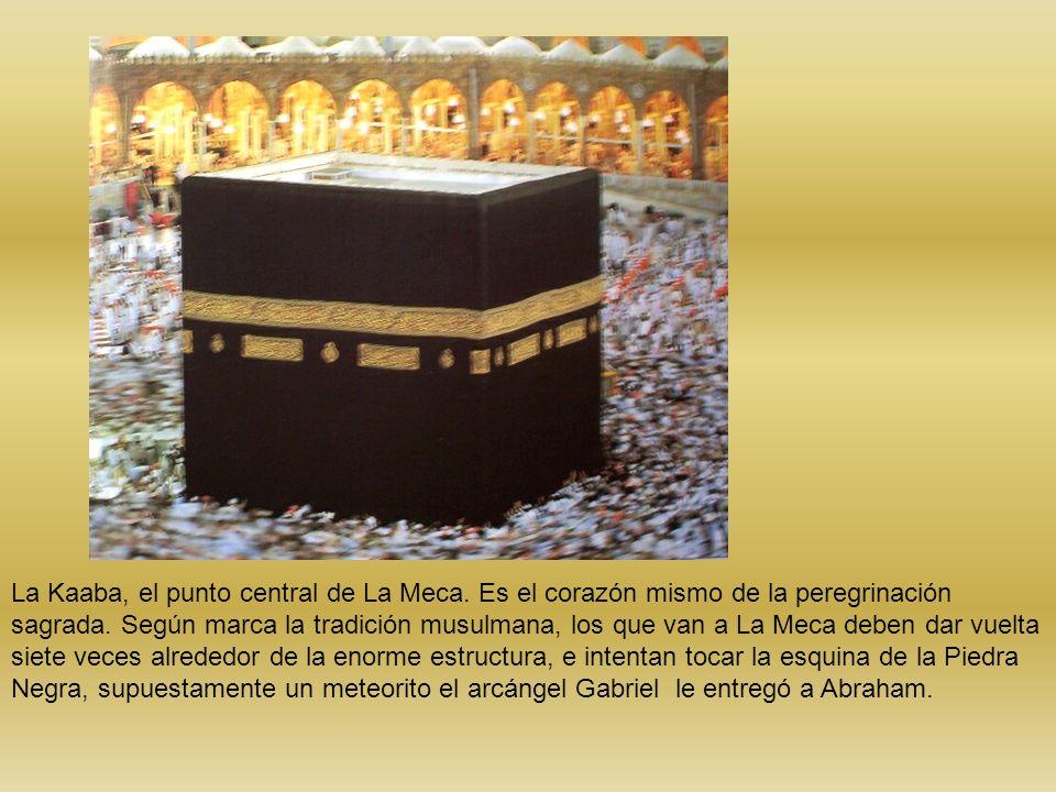 La Kaaba, el punto central de La Meca. Es el corazón mismo de la peregrinación sagrada. Según marca la tradición musulmana, los que van a La Meca debe