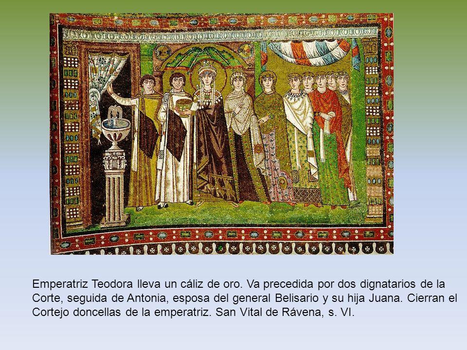 Emperatriz Teodora lleva un cáliz de oro. Va precedida por dos dignatarios de la Corte, seguida de Antonia, esposa del general Belisario y su hija Jua