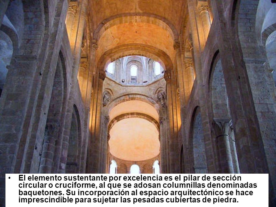 El elemento sustentante por excelencia es el pilar de sección circular o cruciforme, al que se adosan columnillas denominadas baquetones. Su incorpora