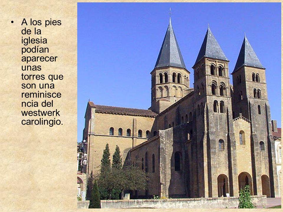 A los pies de la iglesia podían aparecer unas torres que son una reminisce ncia del westwerk carolingio.