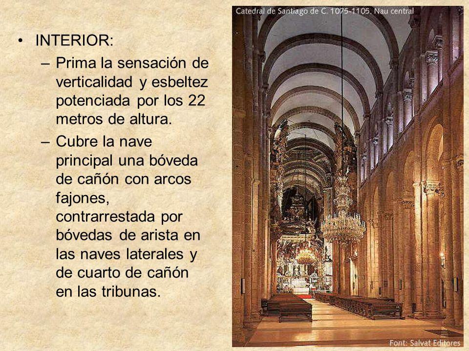 INTERIOR: –Prima la sensación de verticalidad y esbeltez potenciada por los 22 metros de altura. –Cubre la nave principal una bóveda de cañón con arco