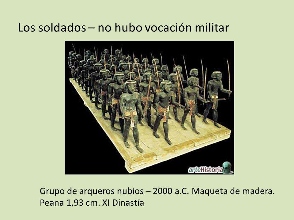 Los soldados – no hubo vocación militar Grupo de arqueros nubios – 2000 a.C. Maqueta de madera. Peana 1,93 cm. XI Dinastía