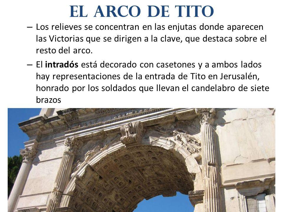 – Los relieves se concentran en las enjutas donde aparecen las Victorias que se dirigen a la clave, que destaca sobre el resto del arco. – El intradós