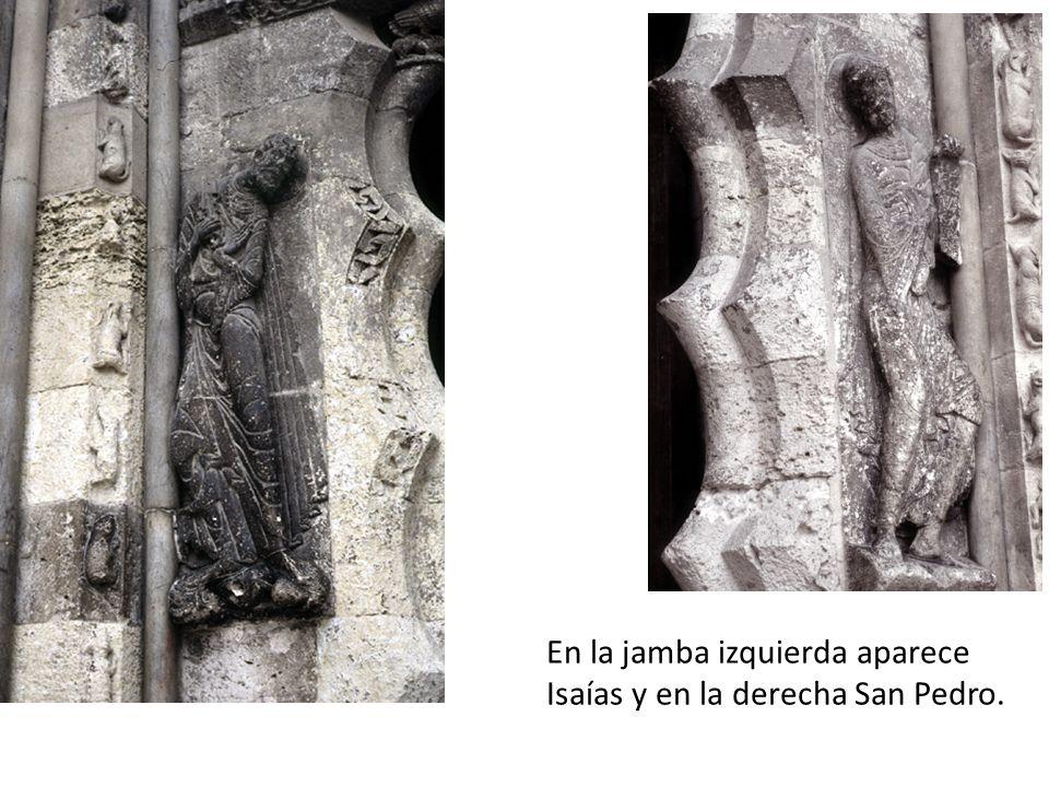 En la jamba izquierda aparece Isaías y en la derecha San Pedro.