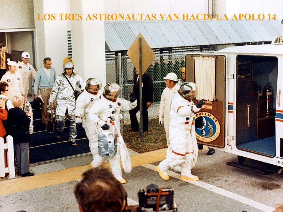 LOS TRES ASTRONAUTAS VAN HACIA LA APOLO 14