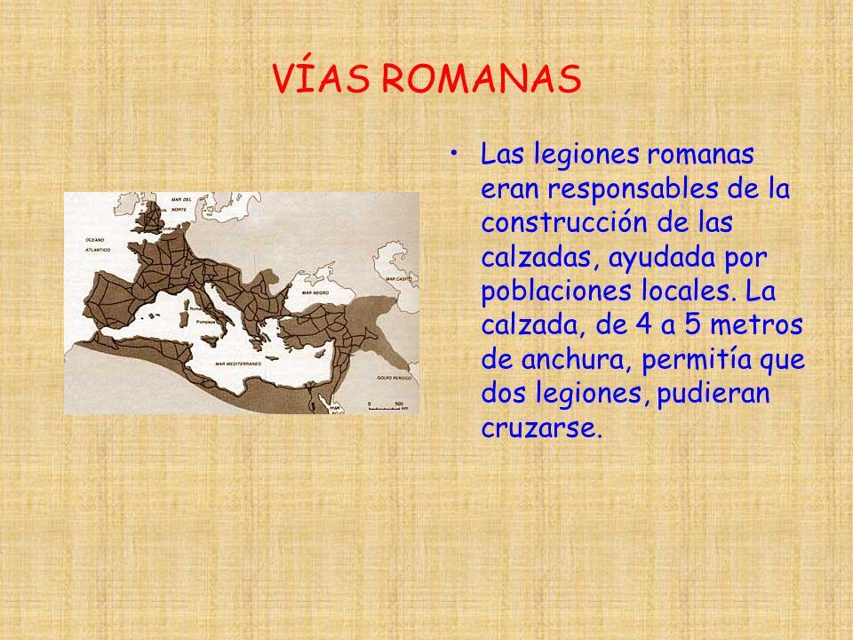 VÍAS ROMANAS Las legiones romanas eran responsables de la construcción de las calzadas, ayudada por poblaciones locales. La calzada, de 4 a 5 metros d