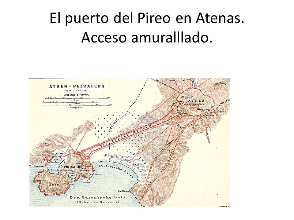 El puerto del Pireo en Atenas. Acceso amuralllado.